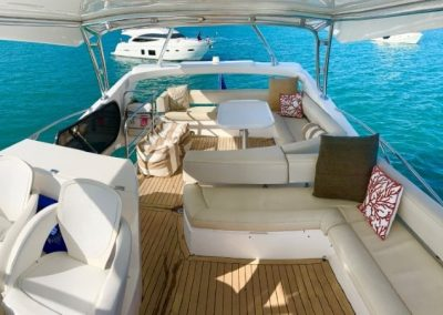 66 Sunseeker yacht flybridge