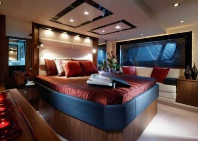 64 Sunseeker yacht guest cabin