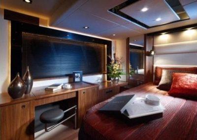 64 Sunseeker yacht bed